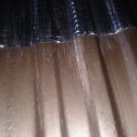 перед укатыванием виброизоляции поверхность окрашивается и очищается