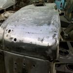 При реставрации кузов очищается до металла, убирается вся ржавчина